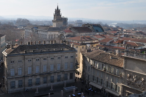 L'Opéra et l'Hôtel de Ville avec la Tour de l'Horloge, Avignon, Vaucluse, Provence-Alpes-Côte d'Azur, France.