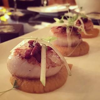 Seared scallop with carrot purée #Gordonramsey #breadstreet #hongkong