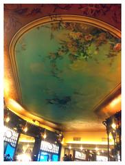 Foto de las pinturas del techo de Pastelería Mauri