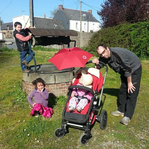 La journée se termine par une douce promenade.  #bugaboo #poussette #blog #blogueuse #nofiltre #famille #ourlittlefamily #france #44