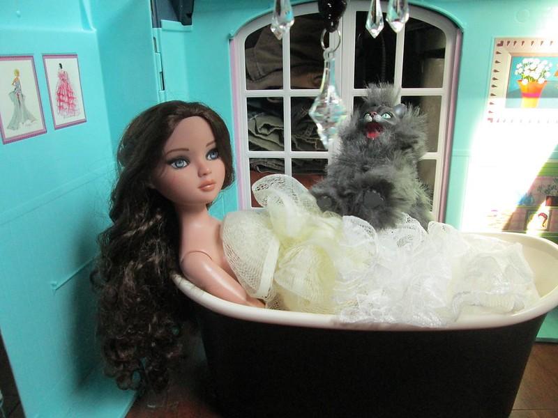 Ellowyne Bathtub 2
