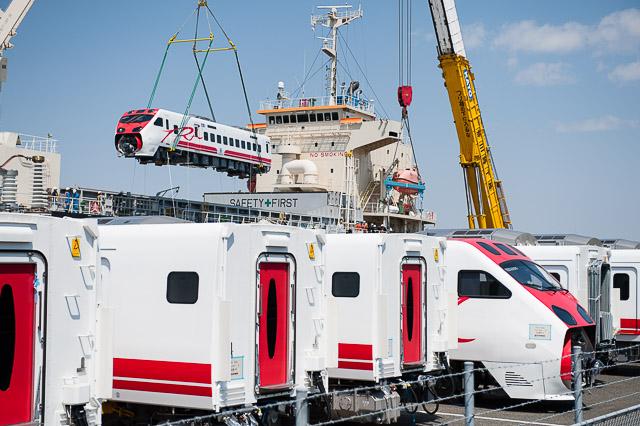 台鐵TEMU2000型 普悠瑪號 第3・4編成 船積み
