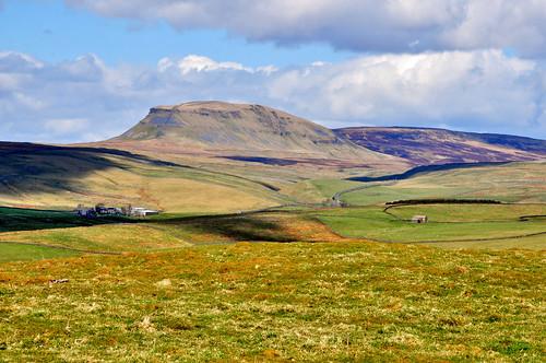 mountains hills fells penyghent theyorkshiredales johnandcoflickerfarmingfieldsfrost dalesviews