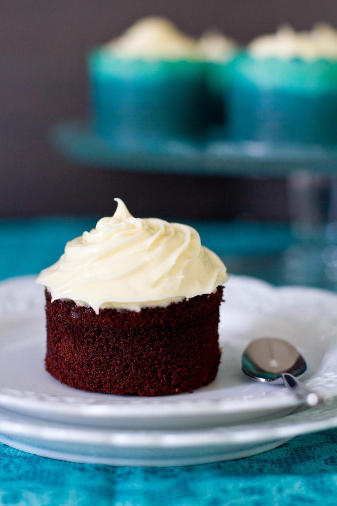 ChocolateCupcakeswithWhiteChocolateFrosting3