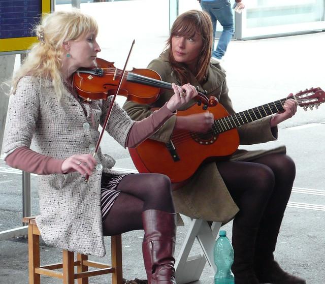 2 musicians Solothurn station 1