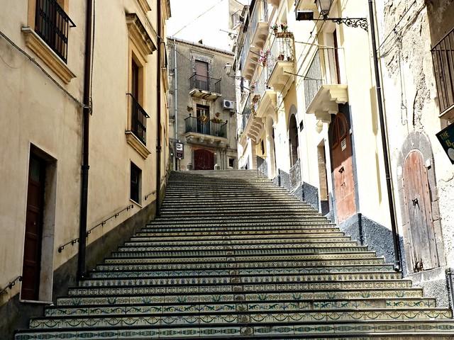Vizzini (Ct) - Scalinata artistica in maiolica