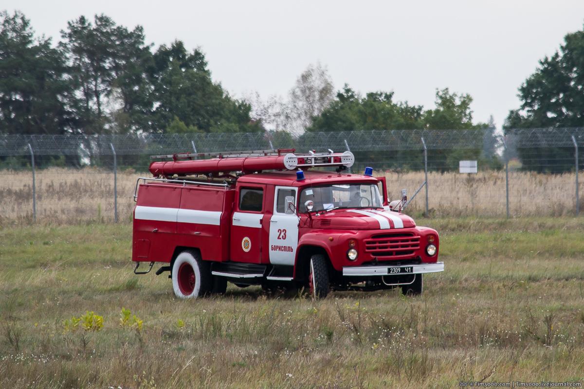 Пожарная машина прибыла на место предполагаемого крушения