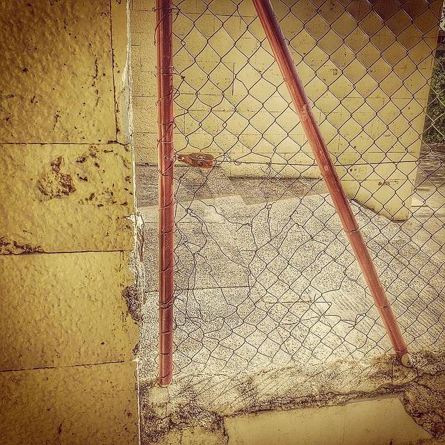 El agujero en la valla. #fence #hole