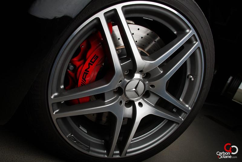 2013_Mercedes_SLS-Roadster_rim_detail.jpg