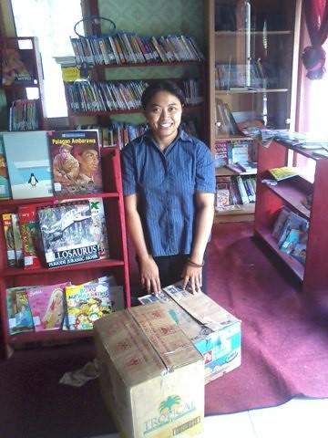 Distribusi buku ke Helicopter GuBook Maoz