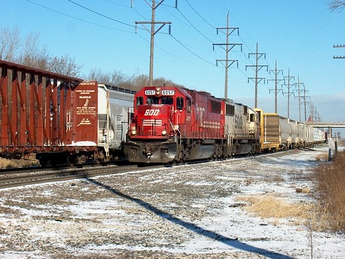 A southbound Canadian Pacific train approaching Hawthorne Junction.  Chicago / Cicero Illinois.  January 2007. by Eddie from Chicago