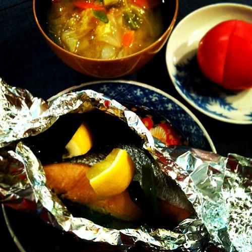 有機野菜と鮭の酒蒸しと…お味噌汁