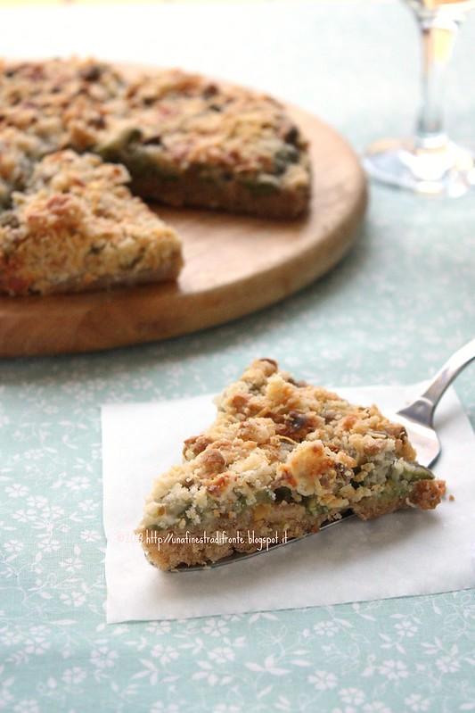 Torta streusel con fave, pecorino e pistacchi