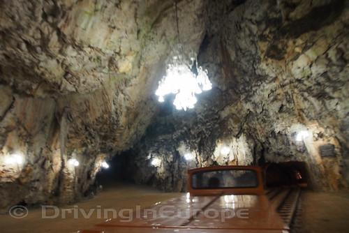 ポストイナ鍾乳洞内部のシャンデリア