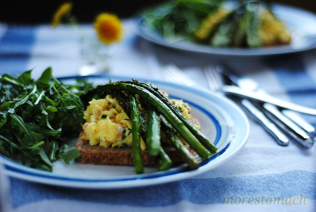asparagus + scrambled egg salad
