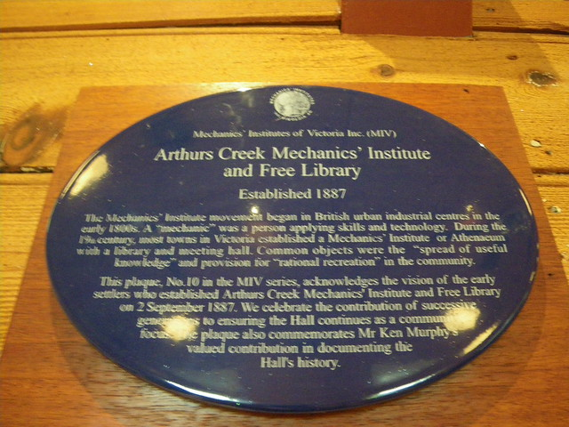 Photo of Arthurs Creek Mechanics' Institute and Free Library blue plaque
