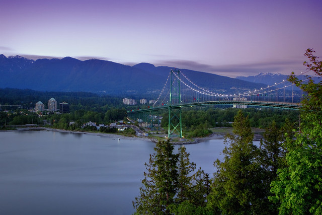 Lion's Gate bridge at dusk