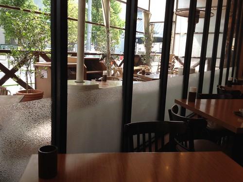 外にも席があります。 by haruhiko_iyota