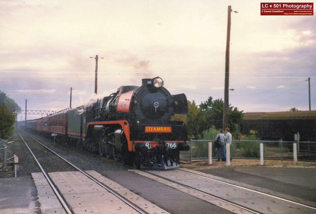 R766 arrives into Seymour by LC501