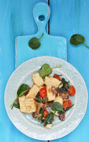 gnocci with spinach and cherry.