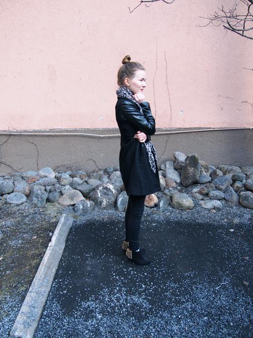 she inside coat leather sleeves