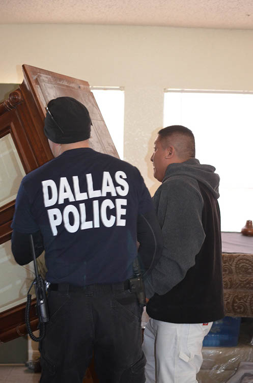 Dallas Police Department Helping Elves in Disguise 2012