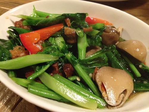 カナームーグローブ(カイラン菜とカリカリ豚の炒め物)@ピーナッツ食堂