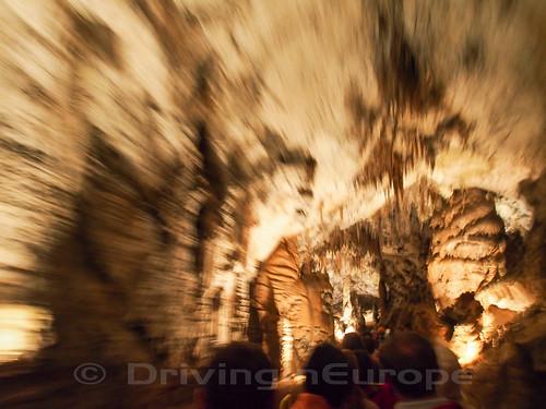 ポストイナ鍾乳洞内部へのトロッコ