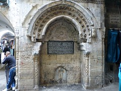 Old fountain with Arabic writing along the Via Dolorosa (Jerusalem, Israël 2013)