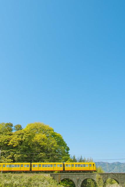青いお空と黄色い電車 3