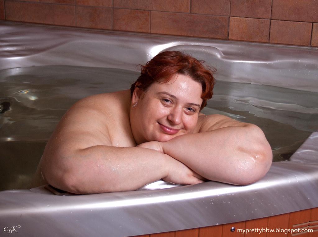 Ssbbw takes a bath