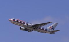 American Airlines - N327AA