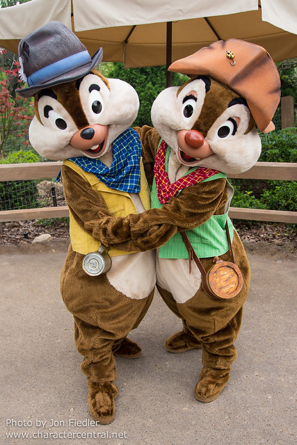 HKDL April 2013 - Meeting Grizzly Gulch Chip and Dale