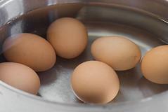 Thưởng thức trứng sốt cay hấp dẫn c�…