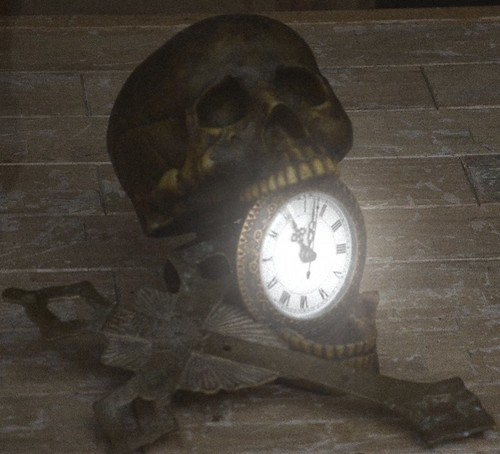 Skull Clock by paynehollow