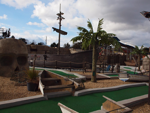 pirate themed crazy golf
