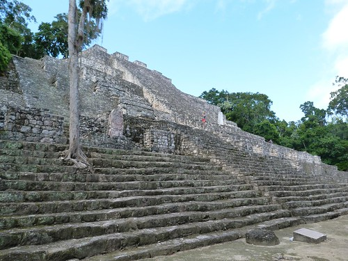 Una de las pirámides más altas de Calakmul (México)
