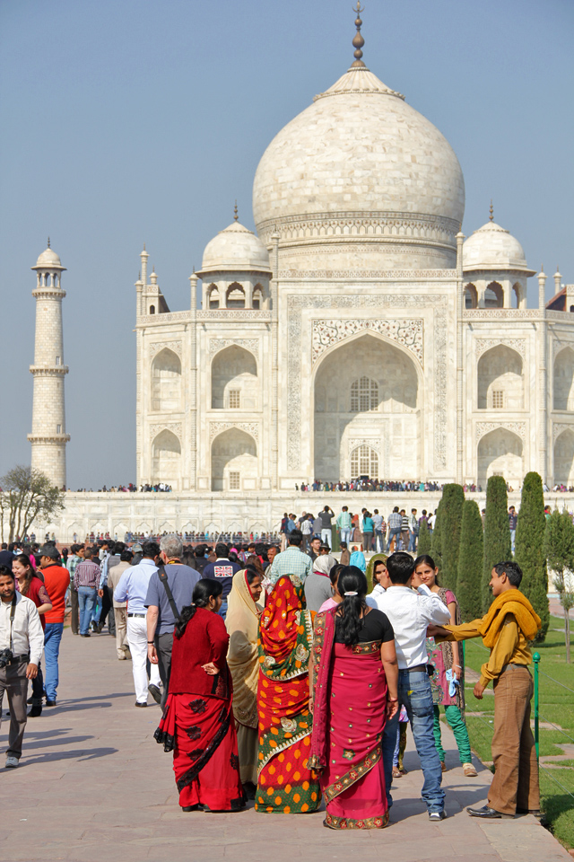 Beautiful colors with the Taj Mahal in the background
