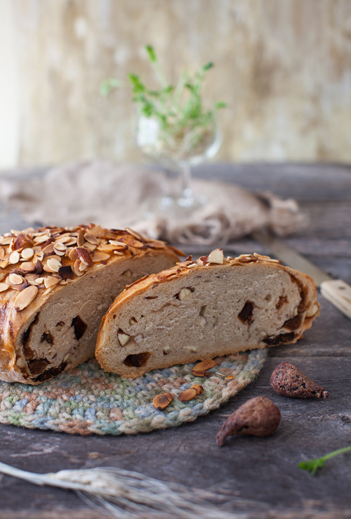 New Zealand Almond and Fig Bread at Cooking Melangery