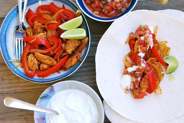 Homemade Chicken Fajitas | www.rachelphipps.com @rachelphipps