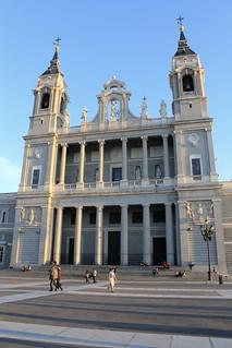 Catedral de la Almudena 마드리드 근처 의 이미지. madrid españa canon spain catedral iglesia catedraldelaalmudena comunidaddemadrid 2013 ccby canoneos60d 13042013 abrilde2013