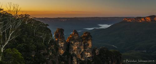 trees sun mountains nature fog sunrise landscape golden bush rocks sony sydney australia bluemountains cliffs hills valley nsw katoomba a390
