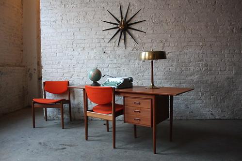Versatile Arne Vodder Danish Mid Century Modern Teak Drop Leaf Desk (Denmark, 1960s)