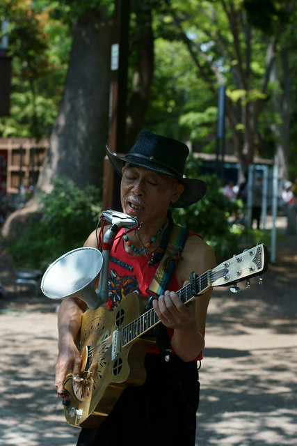 Skiffle man in the park, Tokyo, 06 May 2013. 029