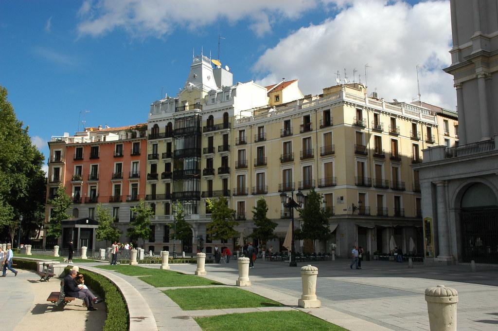 Detalle de la Plaza de Oriente. Autor, Zaquarbal