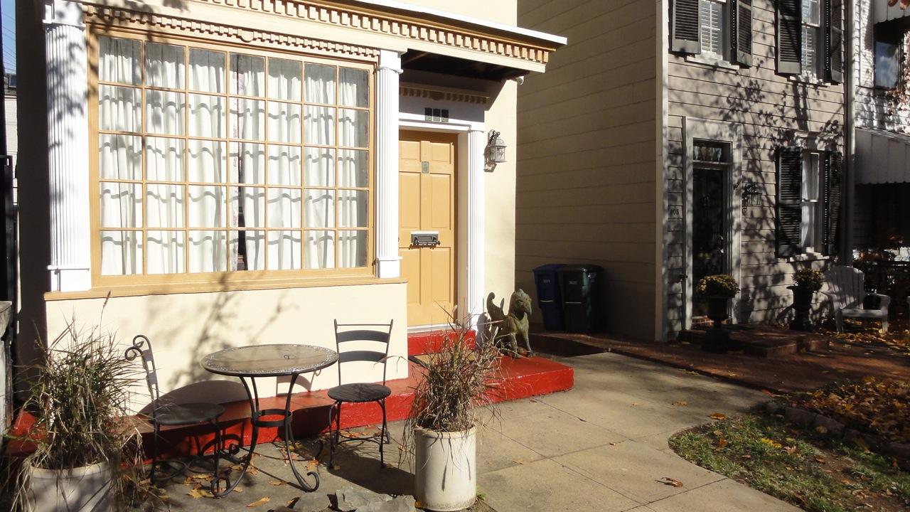 Apartment Patio Set: Decorating ideas for apartment balcony simple ...