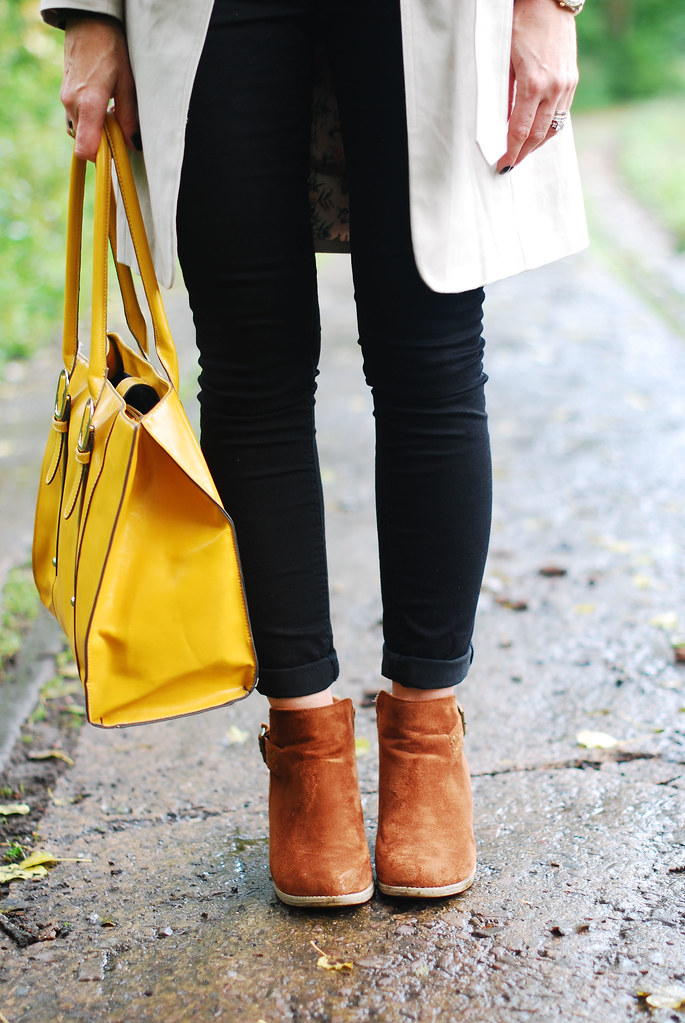 Tan booties, black skinnies & mustard yellow tote