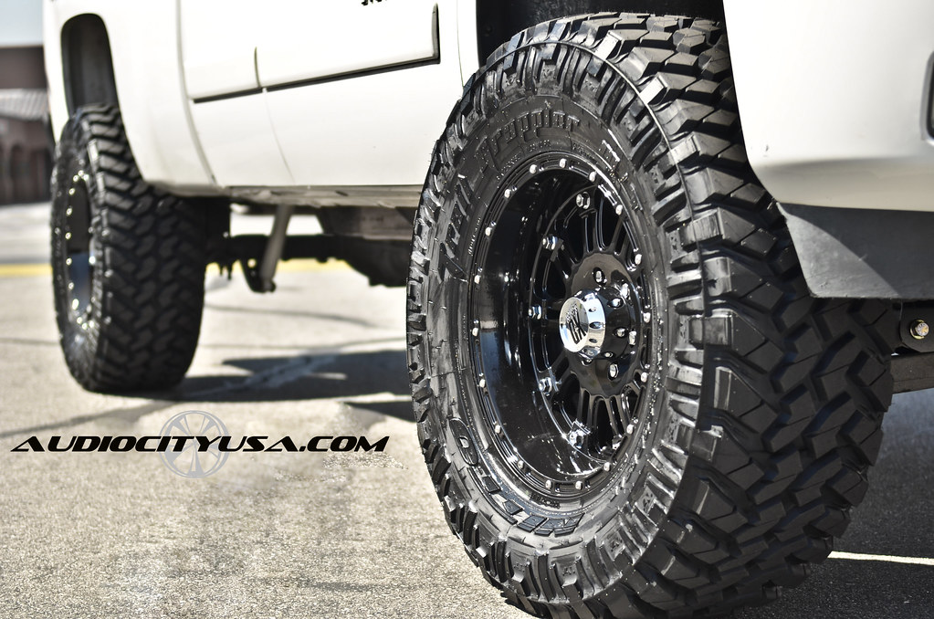 "35x12.5x18 Nitto Trail Grappler MT on 18"" XD Hoss Glossy ..."