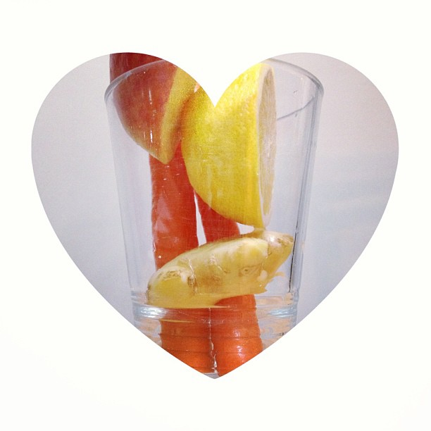 Love yourself everyday ! #juicecleanse #detox #eatcleantrainmean #carrot #lemon #ginger #apple