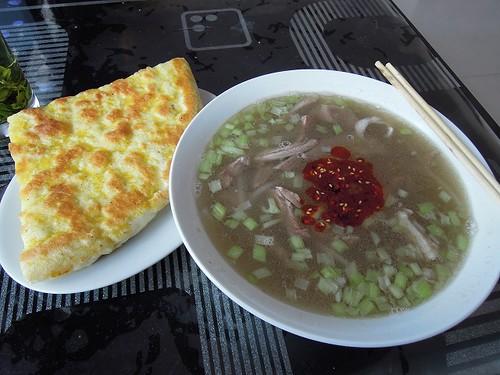 羊肉のスープとパン
